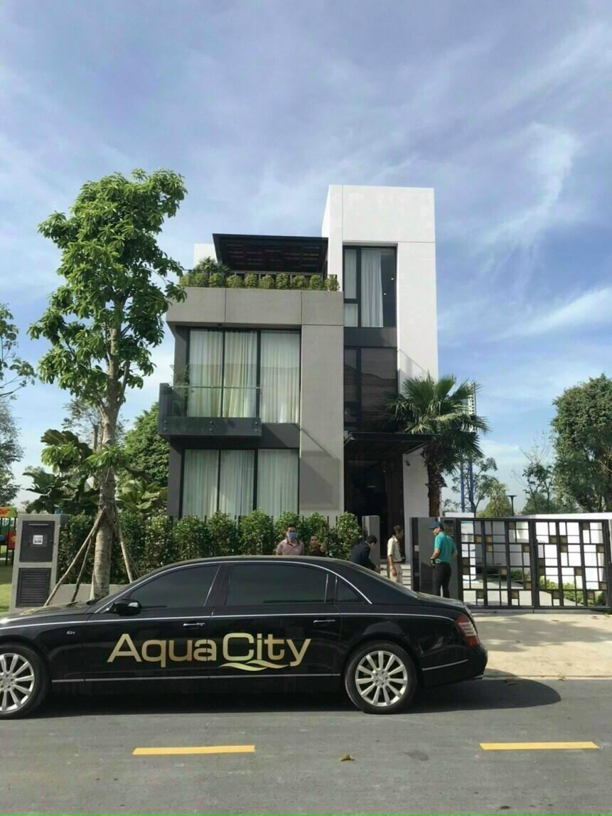 Nha mau Aqua City
